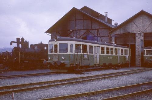 Dieseltriebwagen vor dem alten Depot Weinfelden