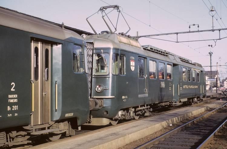 mthb Triebwagen in grün